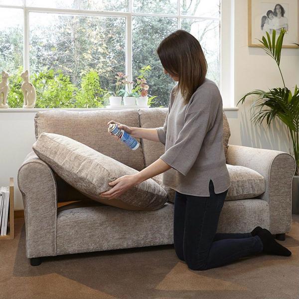 Cách làm sạch ghế sofa vải bằng baking soda